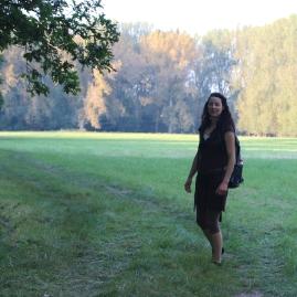 klein_Jen Gehend Wald wiese IMG_0195